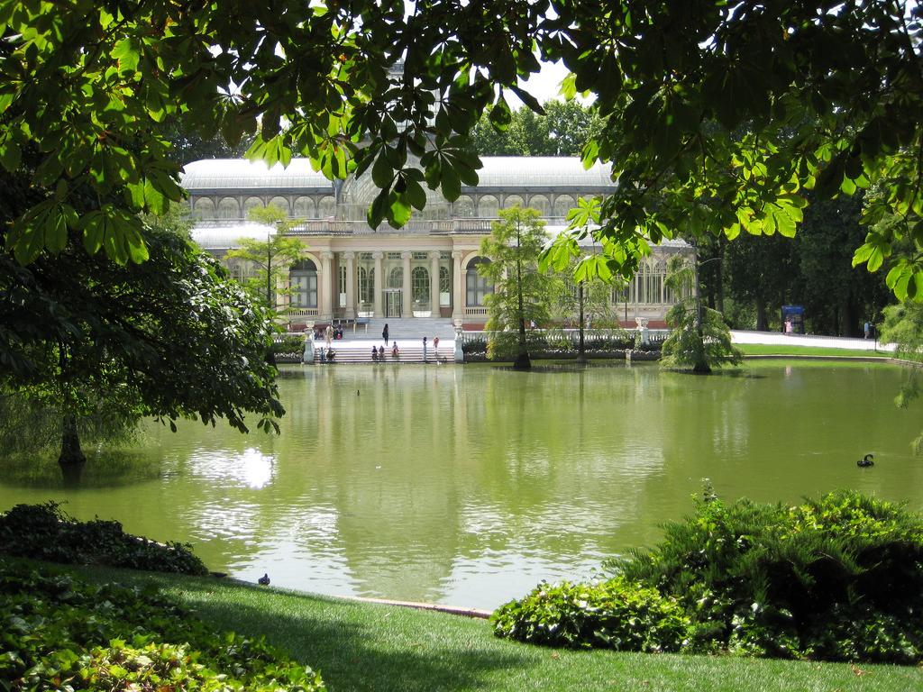 Jardines y parques para sentir la brisa de madrid flat for Parques y jardines